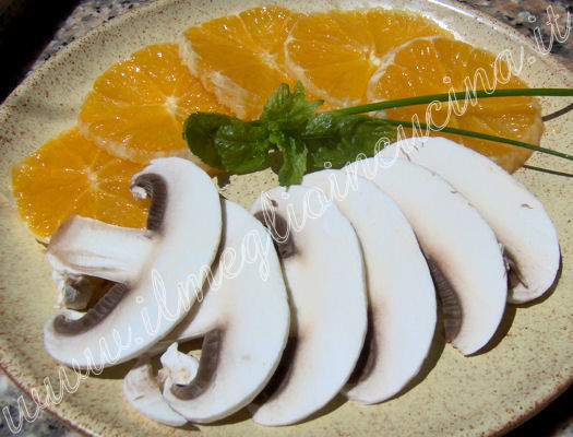 Oranges and mushrooms salad