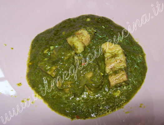 Maiale con curry di spinaci