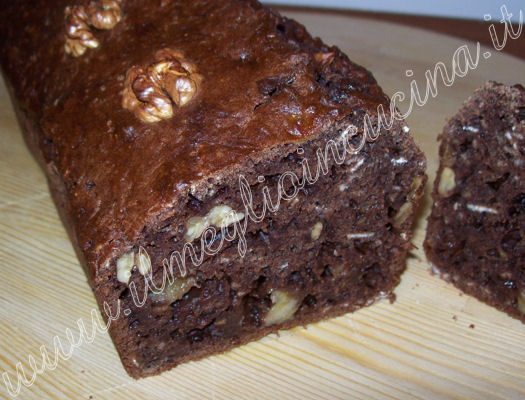 Banana plumcake with cocoa and walnuts